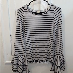 Free people long sleeve with ruffle sleeves!